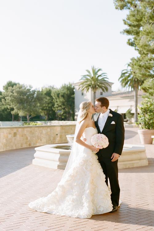 01Timeless-Blush-Gold-Wedding-Resort-at-Pelican-Hill-Marisa-Holmes-bride-groom