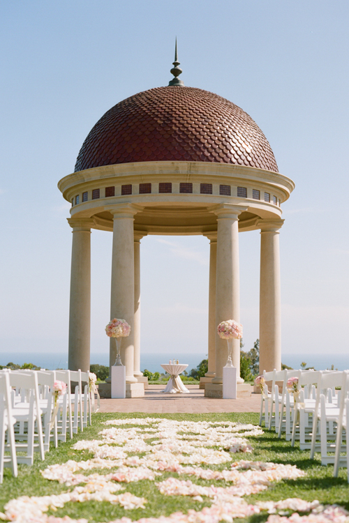 16Timeless-Blush-Gold-Wedding-Resort-at-Pelican-Hill-Marisa-Holmes-petals-aisle